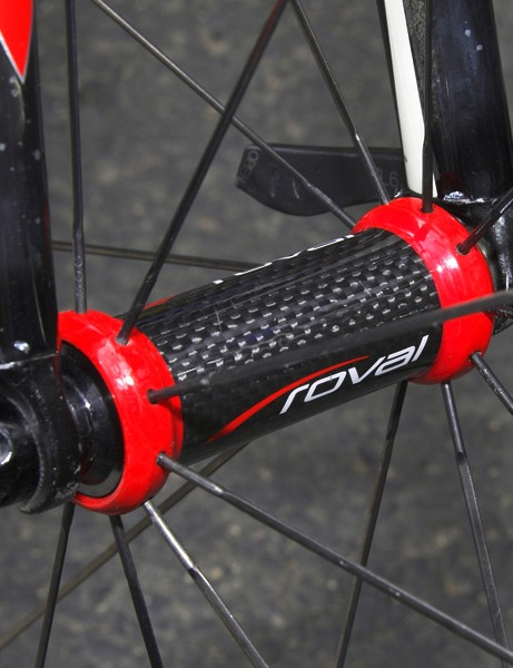 The carbon-bodied front hub saves about 40g relative to its all-aluminum counterpart.