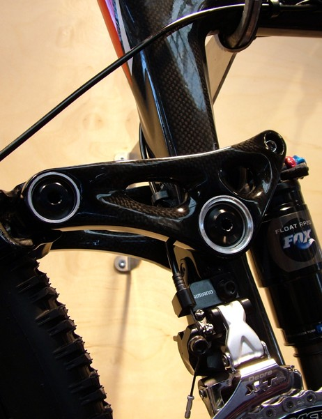The Altitude Carbon's carbon rocker arm features sealed cartridge bearing pivots all around.