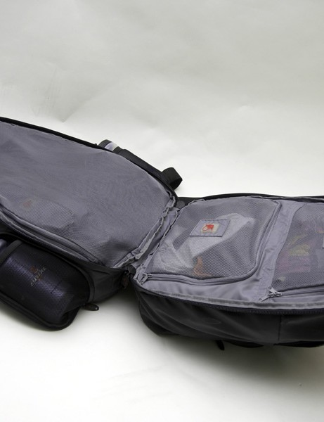 The interior of the bag opens up in clamshell fashion.