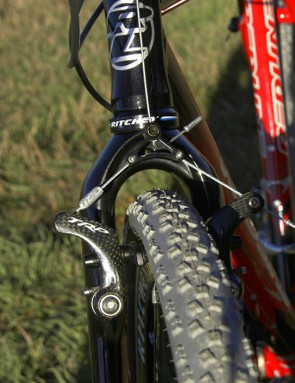 Even with 34mm tires there's a reasonable amount of room for mud to pass through the fork crown