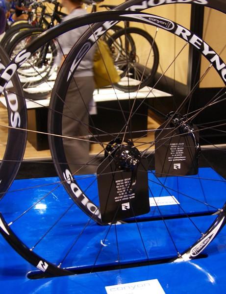 The new Canyon mountain bike wheel uses an aluminum rim.