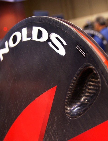 The striking Element disc wheel is now offered in a clincher.