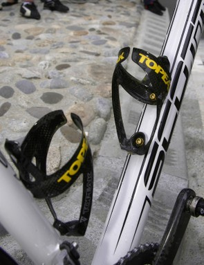 There's more carbon in the Topeak Shuttle bottle cages and they're even bolted to the frame with aluminum hardware.