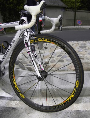 Mavic's Cosmic Carbone Ultimate wheels are lightweight at under 1200g for the pair yet still surprisingly rigid.