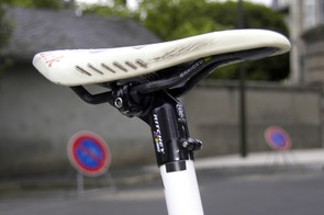 Riccò's Arione CX saddle was fitted with braided carbon fiber rails.