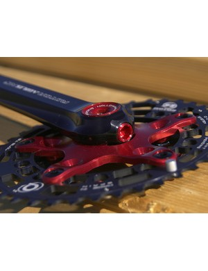 The Ágilis crankarms are CNC machined both on the outside and inside, effectively making them hollow for lighter weight.