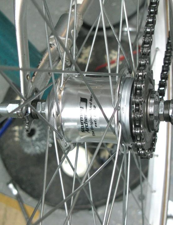 Sturmey's S3X hub brings back multiple-gear fixed-wheel riding