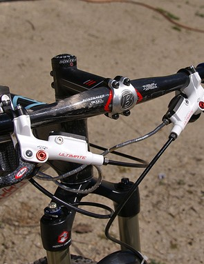 Stopping power comes courtesy of Avid and its top-end Juicy Ultimate hydraulic disc brakes.