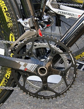 In spite of the team's SRAM sponsorship, some riders were still running Stronglight chainrings.