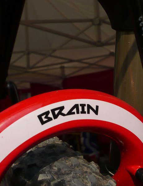 The new fork is now Brain-equipped as well which hopefully should make for a more balanced feel front-to-rear than before.