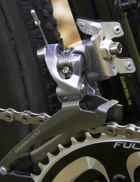 Many pros are apparently opting for a Force front derailleur instead of Red but Scott feel fit to include the top-end changer here for their flagship 'cross machine