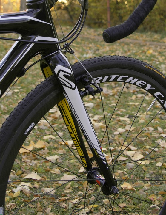 The straight-bladed Ritchey WCS Carbon Cross fork provided a stiff front end that matched up well with the rest of the bike