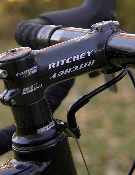 The unidirectional finish of the Ritchey WCS Carbon 4-Axis stem is nicely complemented by UD-finish carbon headset spacers