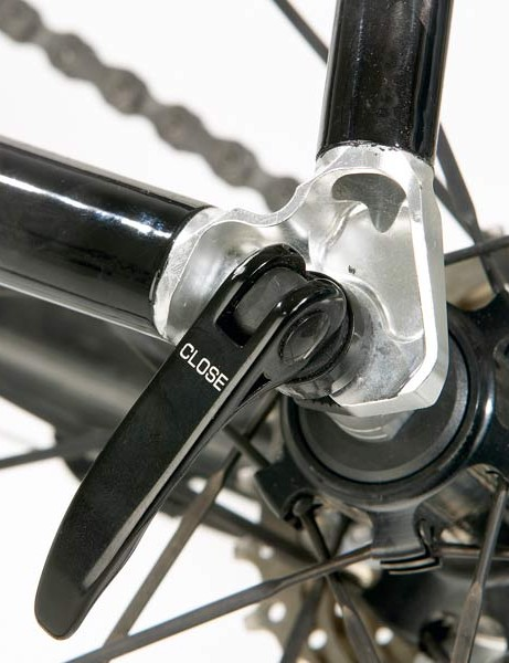 Neat features like these aluminium dropouts give the Scott frame a classy look
