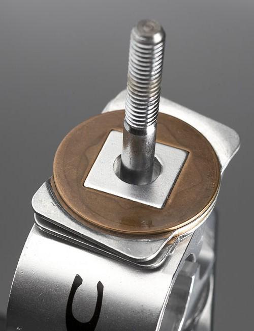 Smart adjustment via seat clamp clutch