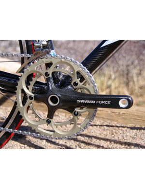 The standard 39/53T chainrings  are well-suited for the all-out racing the HSG Carbon is intended for.