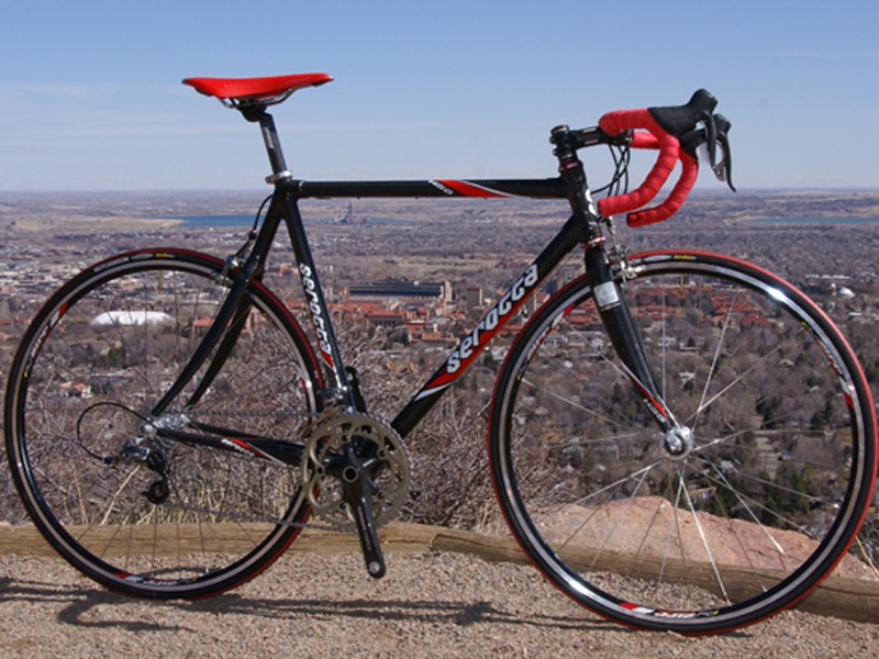 Serotta reminds riders of its racing heritage with its competition-friendly HSG Carbon.