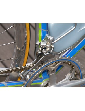 Shimano made a lot of effort back then to tuck in the AX's shape as close to the frame as possible.
