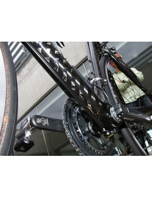 The main wire runs the full length of the down tube and is well-masked on this black frame…