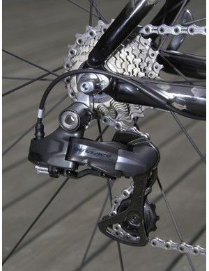 Shimano abandoned the auto-adjust feature of earlier prototypes for the production version to save some weight.