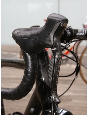 The Di2 Dual Control lever is virtually empty inside.  As a result, the lever body is markedly more compact than its 7900 cousin and is more in keeping with Shimano's ideal.
