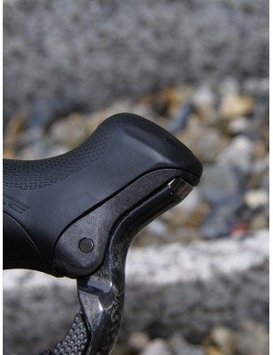 Shimano fitted Di2 with a reach-adjustable lever like on 7900…