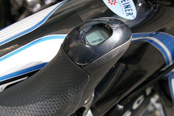 Levers still include gear indicators