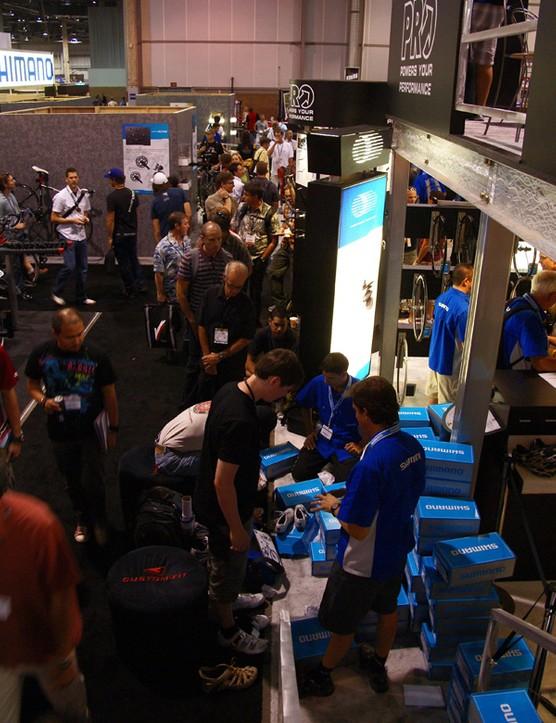 Apparently, a lot of Interbike showgoers felt the same way as there was an incredibly long line of people at the Shimano booth waiting up to two hours to purchase their own pair at a discounted price and molded right on site.