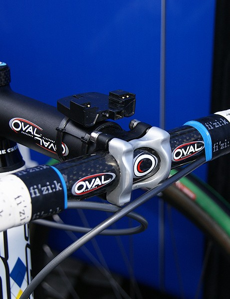Surprisingly, Backstedt opted for a carbon handlebar…