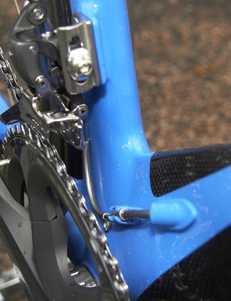 The internal routing and complex frame shaping	also means that Felt's designers had to get somewhat creative in regards to cable routing both below…