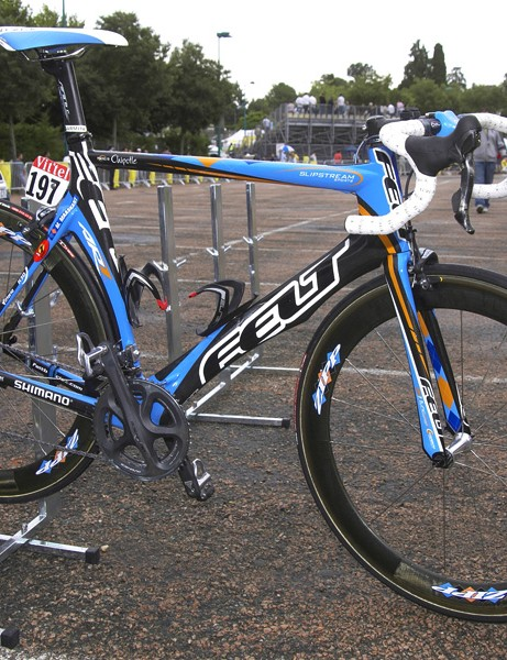 Garmin-Chipotle has a new aero frame from team sponsor Felt called the AR.