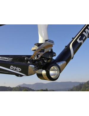 The DMD-style mounting is based on Shimano's E-Type system but eliminates the bulky bottom bracket-mounted plate.