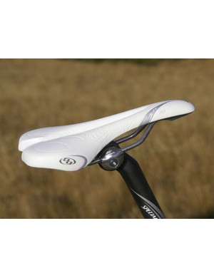 Of course, the Era also uses women's-specific componentry such as the Jett saddle and narrower handlebars.