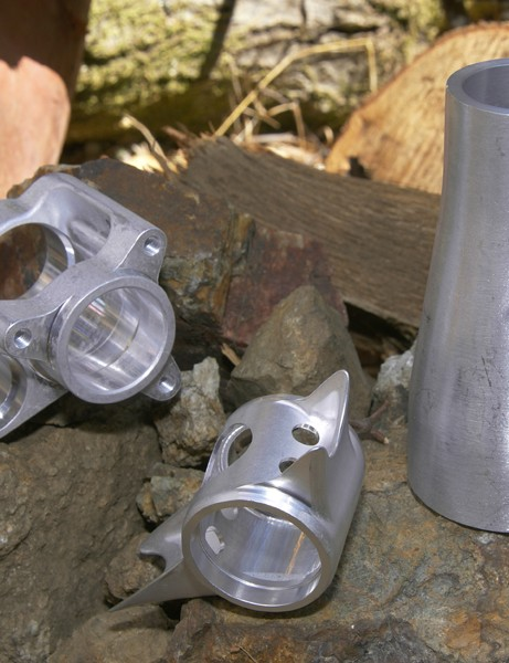 As usual, Specialized uses a sizeable helping of aluminum forgings in putting together the SX Trail.