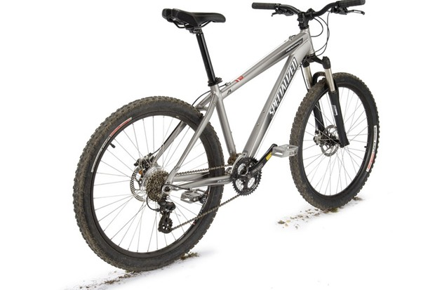 Specialized Hardrock Disc Sport ticks all the usual boxes and has aggressive styling and cable discs