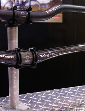 The Syntace Vector 318 offers generous width and sweep in a flat bar format