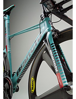 The giant down tube is paired with a minimal T-shaped top tube.