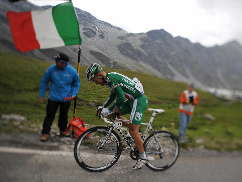 Norwegian Thor Hushovd (Credit Agricole/Fra) rides past an Italian flag, on July 20, 2008, during the 183 km fifteenth stage of the 2008 Tour de France