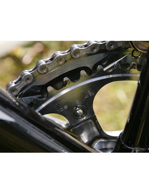 The flat Paris-Roubaix parcours found most riders, Hushovd included, running 46T inner chainrings.