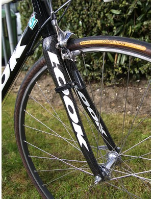 No carbon in the wheels, but plenty of it in the full-carbon frame and HSC5 SL fork.