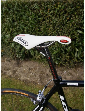 The Look Ergopost 2 Ti seatpost is topped with a Selle Italia Flite Team Edition saddle.