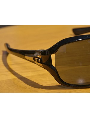 Even with its big style , this new Tifosi model still sports vented lenses to prevent fogging.