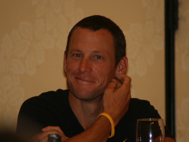 Armstrong chaired his own press conference and kept questions rolling along.