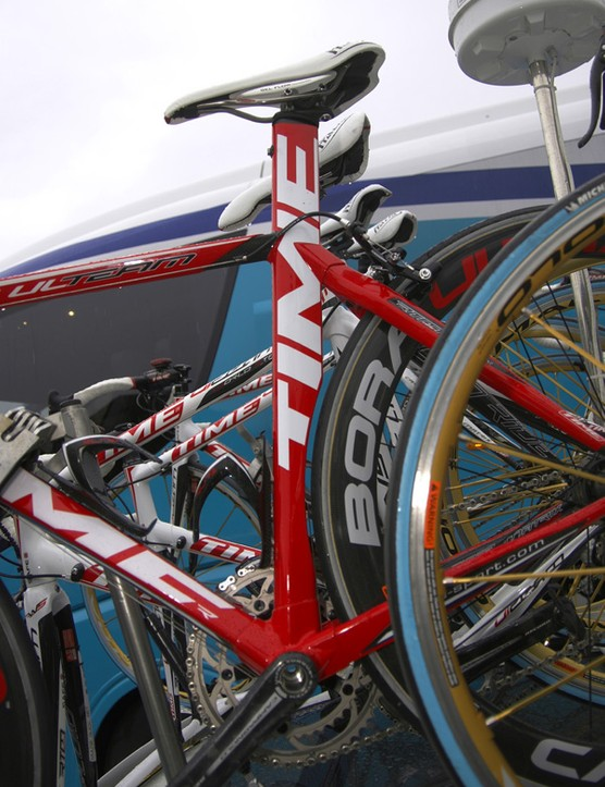 A deep-profile seat tube presumably makes the frame more aerodynamic along with the profiled cut-out.