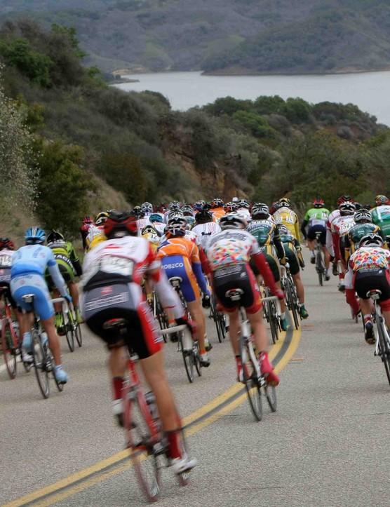 The peloton rolls toward the ocean in the 2008 Tour of California.
