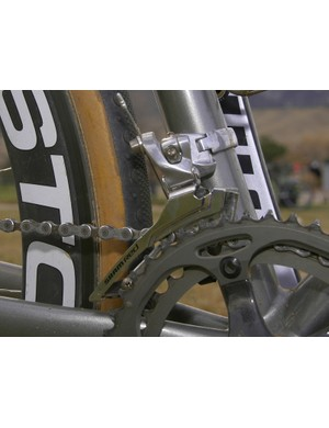 The front derailleur is badged as a SRAM Red model but it bears the steel cage of a Force model