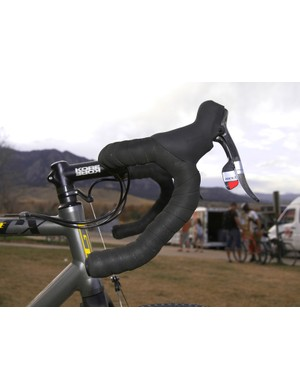 Wells' double-wrapped KORE anatomic bars are fitted with SRAM Red DoubleTap levers