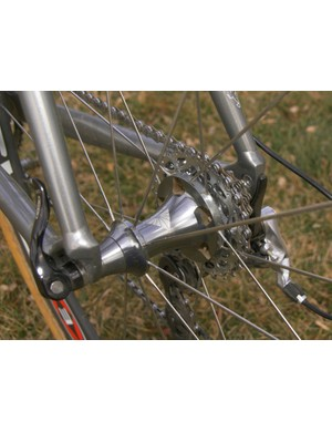Likewise, Easton has long since abandoned the Twin Thread Technology of the old Velomax hubs for more conventional spokes