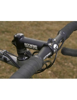 Most 'cross racers forego carbon cockpit components and Wells is no different with this KORE Elite handlebar and Race stem