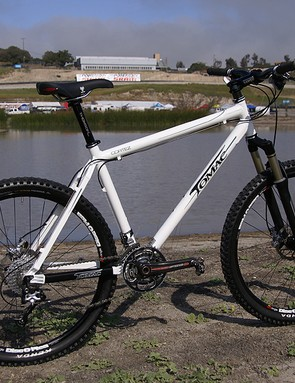 Tomac also brings back the spirit of the old Manitou hardtails with its new aluminium Cortez.